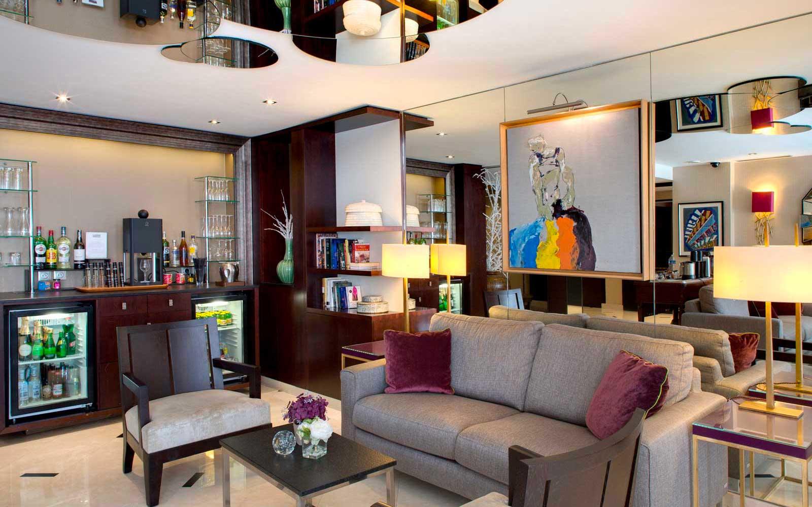 Hôtel Le Sénat honesty bar - Rue de Vaugirard – Saint